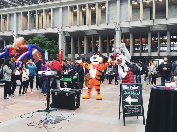 McFogg the Dog & Tony the Tiger got in on the…